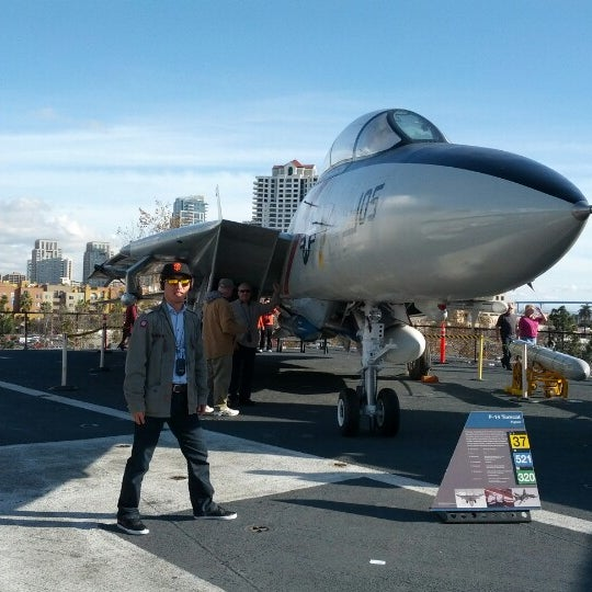 Photo prise au USS Midway Museum par Jongeon K. le12/23/2012