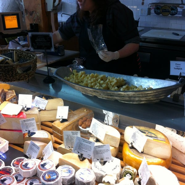 Das Foto wurde bei Beecher's Handmade Cheese von Tiffany B. am 4/6/2013 aufgenommen