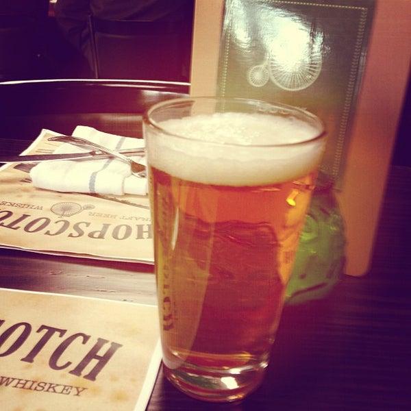 Foto diambil di HopScotch oleh Robb L. pada 3/21/2013