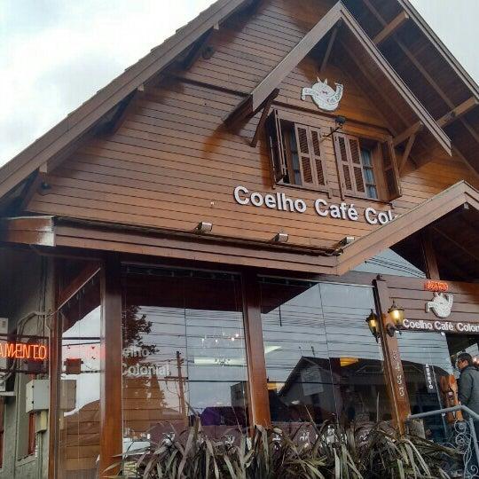 Foto tirada no(a) Coelho Café Colonial por Fabiano T. em 5/26/2016