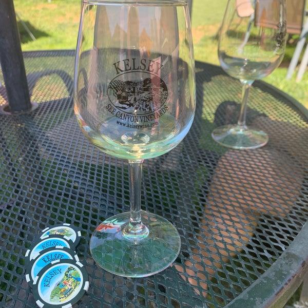 Das Foto wurde bei Kelsey See Canyon Vineyards von Julia V. am 6/4/2019 aufgenommen