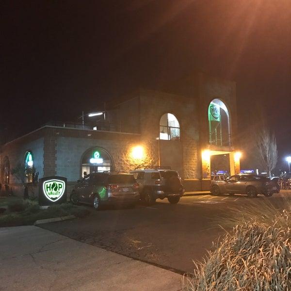 รูปภาพถ่ายที่ Hop Valley Brewing Co. โดย Matt D. เมื่อ 1/20/2020