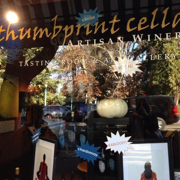11/17/2013 tarihinde Jenna R.ziyaretçi tarafından Thumbprint Cellars Tasting Room & Art Gallery'de çekilen fotoğraf