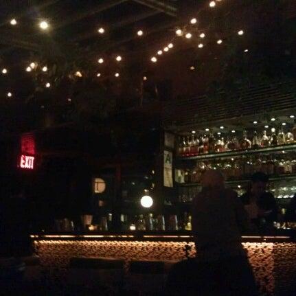 รูปภาพถ่ายที่ Upstairs โดย Thomas S. เมื่อ 10/21/2012