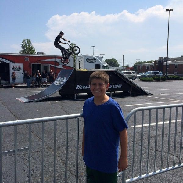 Foto tirada no(a) iPlay America por Jeff em 8/17/2014