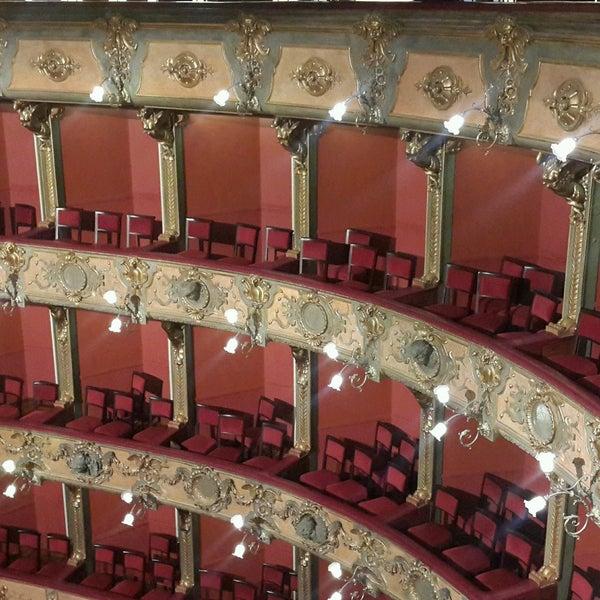 Das Foto wurde bei Teatro Colón von Deicy S. am 8/6/2016 aufgenommen