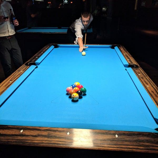 Foto tomada en Society Billiards + Bar por Matt S. el 9/27/2018