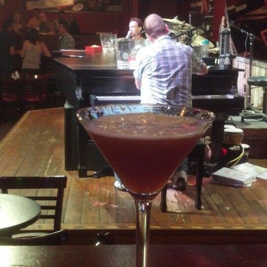 Das Foto wurde bei Shout House Dueling Pianos von Jamie Lynne G. am 9/29/2012 aufgenommen