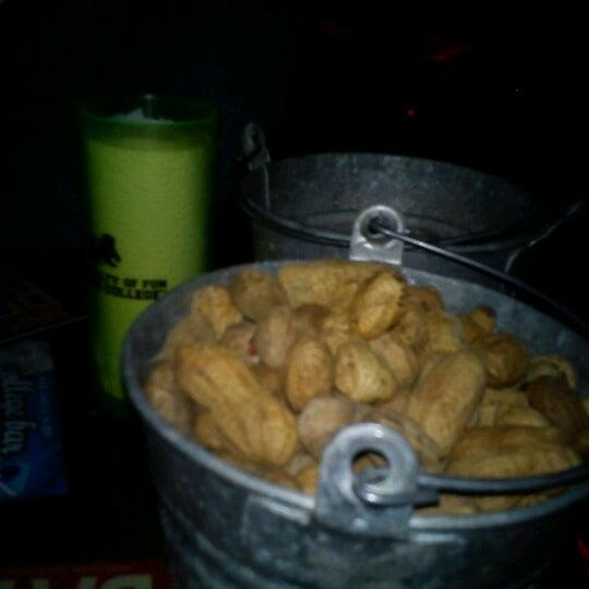 Foto diambil di College Bar oleh Hector S. pada 11/23/2012