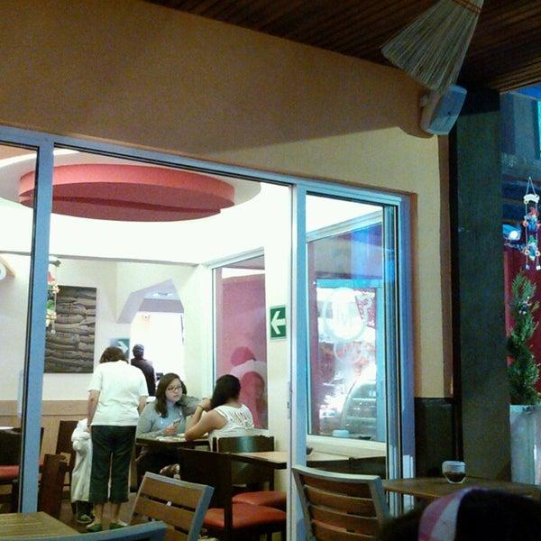 Foto tirada no(a) Momentto Café 100% Colombiano por Anna S. em 10/19/2013