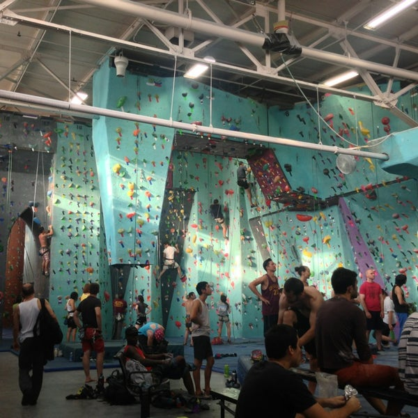 Foto tirada no(a) Brooklyn Boulders por Kate P. em 7/24/2013