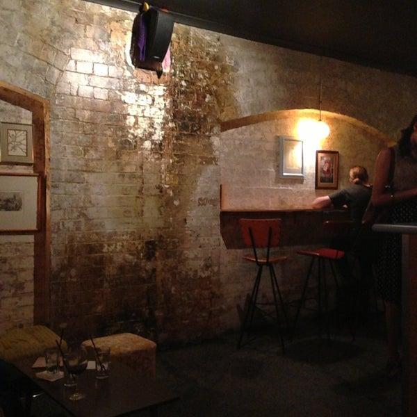 Foto tomada en Grandma's Bar por Robyn L. el 2/19/2013
