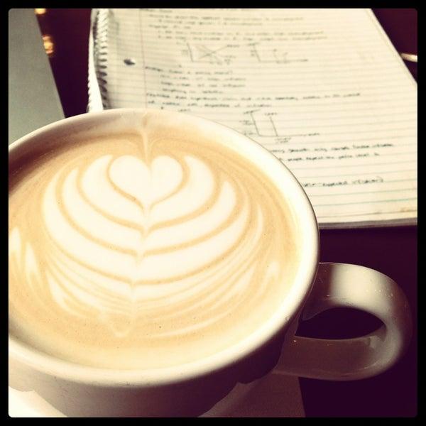 Foto diambil di Mars Cafe oleh Bailey C. pada 8/7/2013