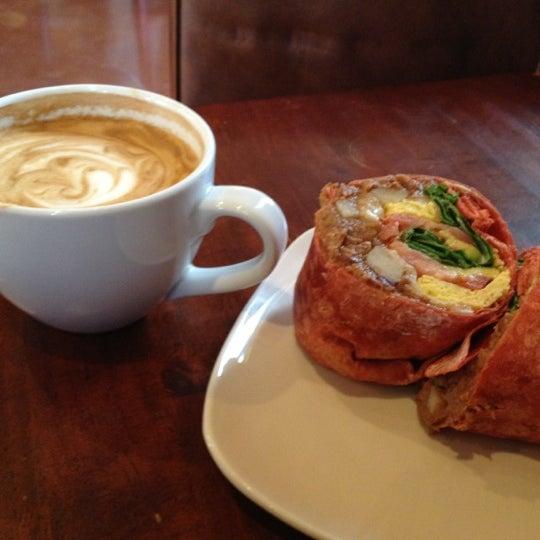 Снимок сделан в Sunrise Coffee пользователем Eric L. 10/8/2012