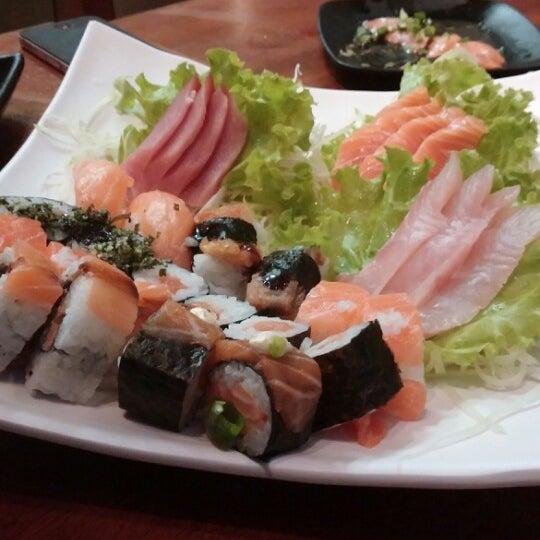 Foto tirada no(a) Saikou Sushi por Gustavo N. em 2/24/2014