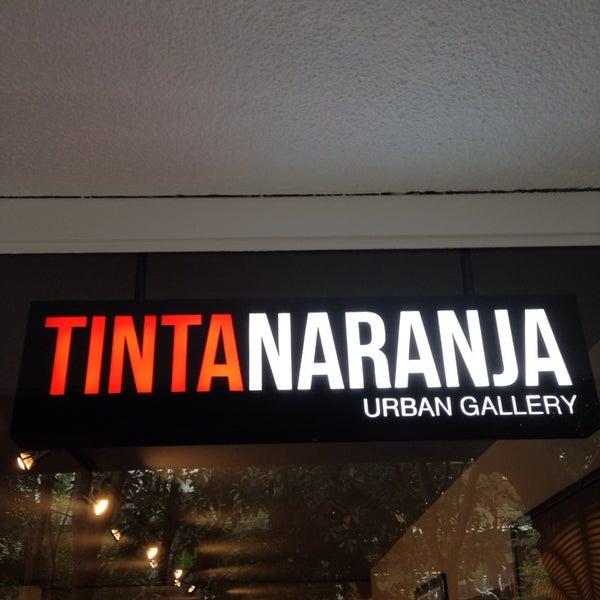 Foto diambil di Tinta Naranja Urban Gallery oleh isaac pada 10/17/2013
