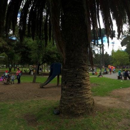 Foto diambil di Parque El Ejido oleh Seiji T. pada 6/26/2016