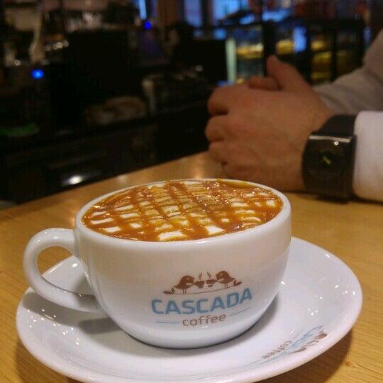 Das Foto wurde bei Cascada Coffee von Uğur Ç. am 12/13/2016 aufgenommen