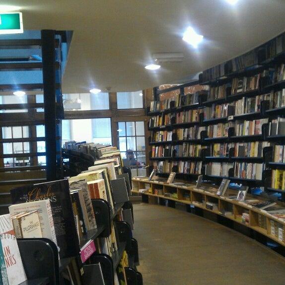 Foto tirada no(a) The American Book Center por Bill Z. em 3/3/2013