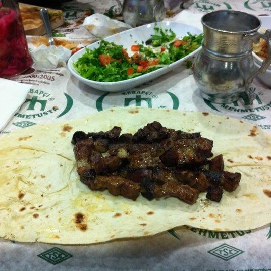 Das Foto wurde bei Mehmet Usta Kebap ve Ciğer Salonu von Haluk K. am 12/15/2012 aufgenommen