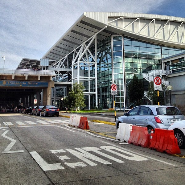 Foto tomada en Aeropuerto Internacional Comodoro Arturo Merino Benítez (SCL) por Sebastian M. el 7/1/2013