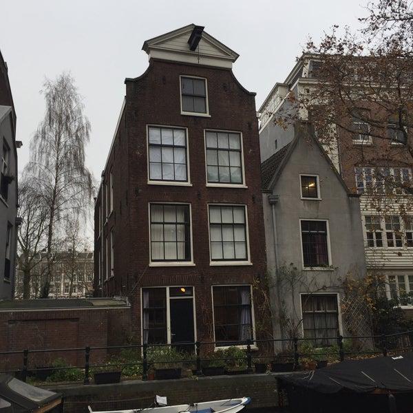 Visitez Amsterdam à vélo grace à nos guides francophones www.amsterdam-velo.com