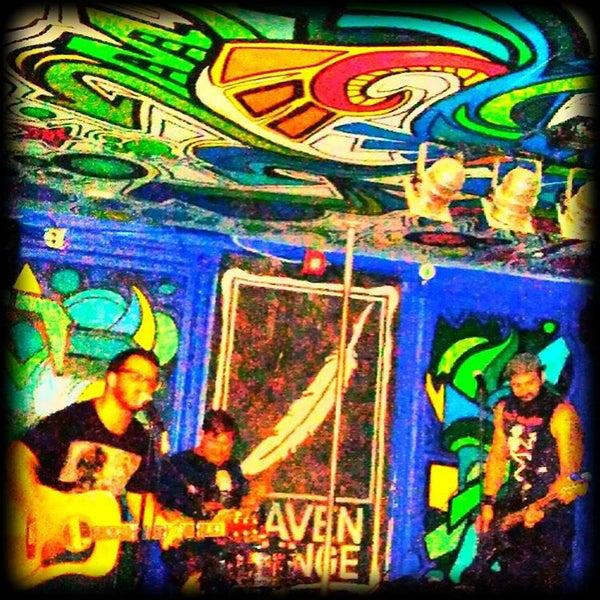 Foto tomada en Raven Lounge por Liz S. el 8/29/2015