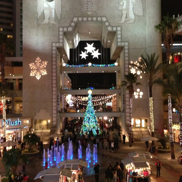 รูปภาพถ่ายที่ Hollywood & Highland Center โดย Riya S. เมื่อ 12/23/2012