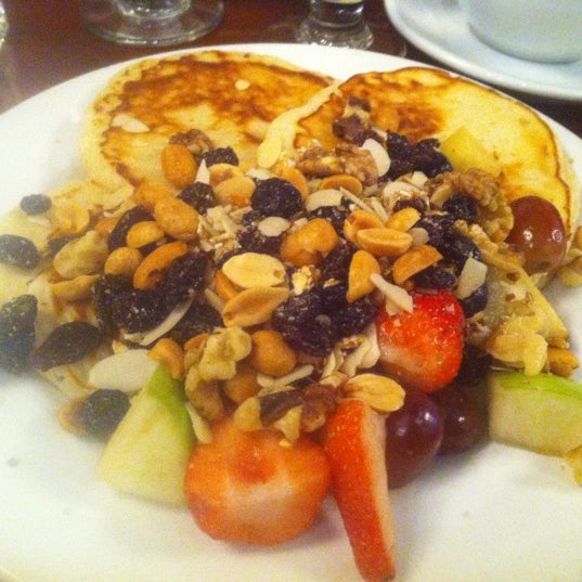 รูปภาพถ่ายที่ Cupping Room Cafe โดย Dimi B. เมื่อ 11/18/2012