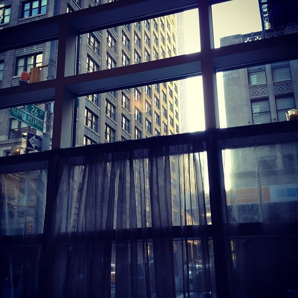 Foto scattata a Hotel Giraffe da David S. il 5/14/2013