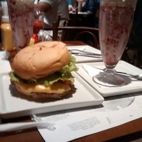 Photo prise au Paulista Burger par Cássia le1/30/2014