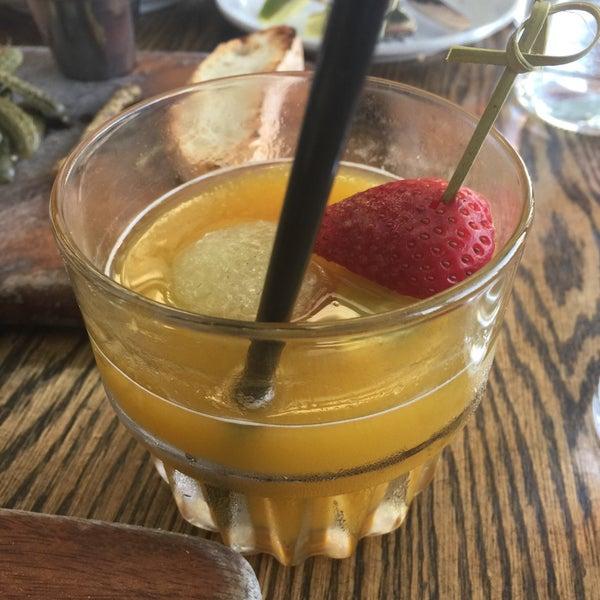 Foto diambil di Pearl's Liquor Bar oleh Anastasia W. pada 5/20/2015