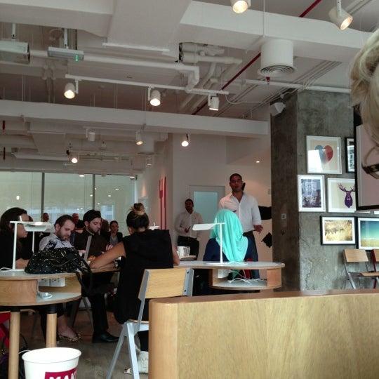 รูปภาพถ่ายที่ MAKE Business Hub โดย TzuWei W. เมื่อ 12/6/2012