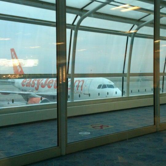 รูปภาพถ่ายที่ Liverpool John Lennon Airport (LPL) โดย Gina D. เมื่อ 2/21/2013