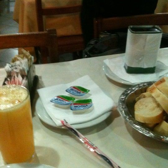 Foto tirada no(a) Degas por Paulo Roberto S. em 10/19/2012