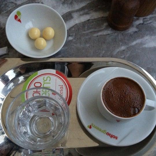Foto diambil di Soho Green's oleh Nehir E. pada 10/31/2012