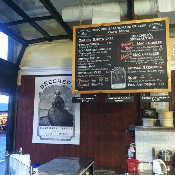 Das Foto wurde bei Beecher's Handmade Cheese von allen d. am 1/12/2013 aufgenommen
