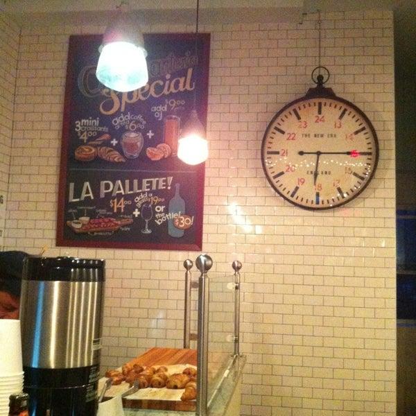 รูปภาพถ่ายที่ Croissanteria โดย Hande O. เมื่อ 3/10/2013