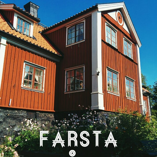 File:Facade in new shopping center in farsta suburb of stockholm.jpg