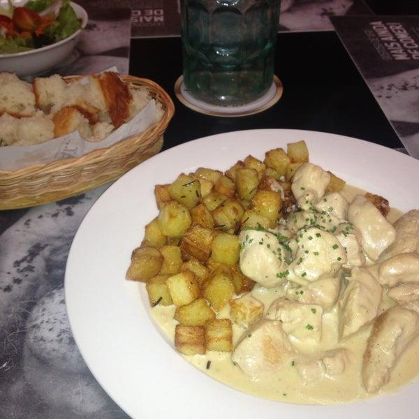 O prato Frango ao molho Dijon é MUITO delicioso. Sei que é feio ,mas experimenta molhar o pãozinho cortadinho no molho do frango.. Hehe.. Qto ao lugar e atendimento, excelentes! Senha wi fi: bemvindo