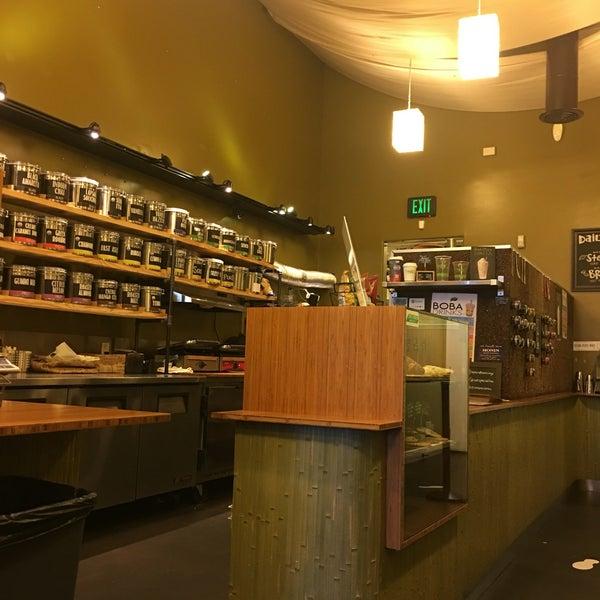 Foto tirada no(a) specialTEA Lounge & Cafe por Amy M. em 5/25/2016