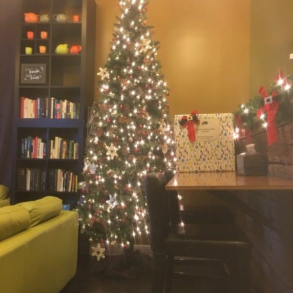 Foto tirada no(a) specialTEA Lounge & Cafe por Amy M. em 12/17/2016