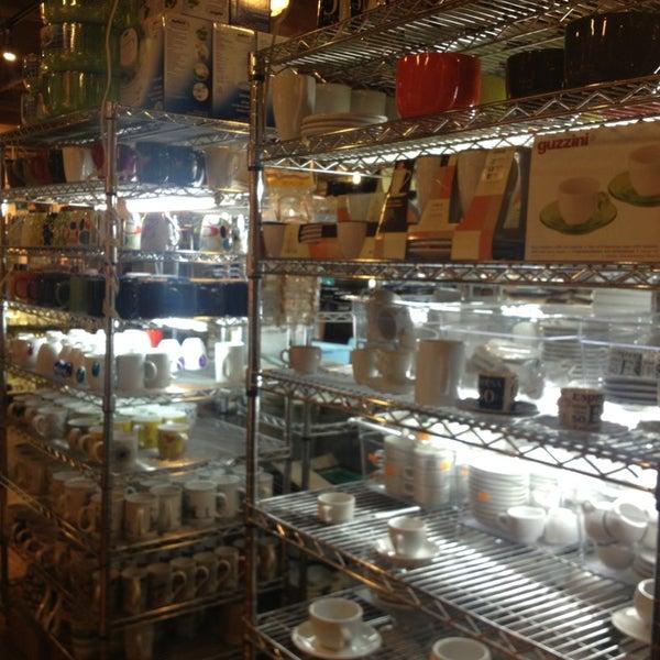 Das Foto wurde bei Bowery Kitchen Supplies von Courtenay B. am 7/14/2013 aufgenommen