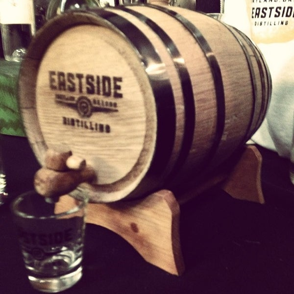 Foto tomada en Eastside Distilling por Shannon F. el 3/1/2014