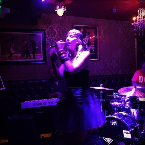 Foto tomada en Seventy7 Lounge por Shar M. el 8/12/2015