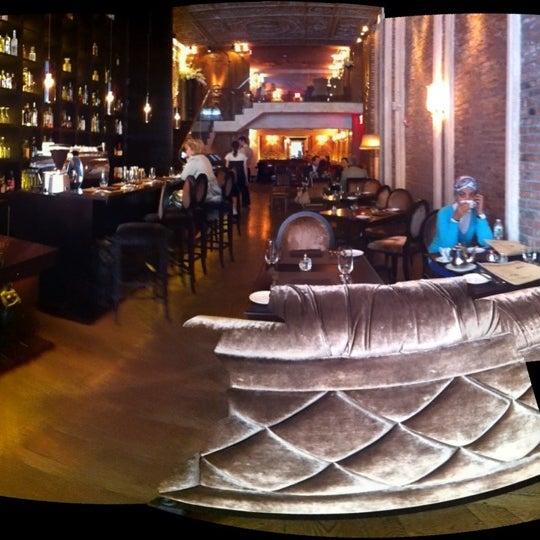 Foto tomada en Brasserie Pushkin por Kalli B. el 9/27/2012