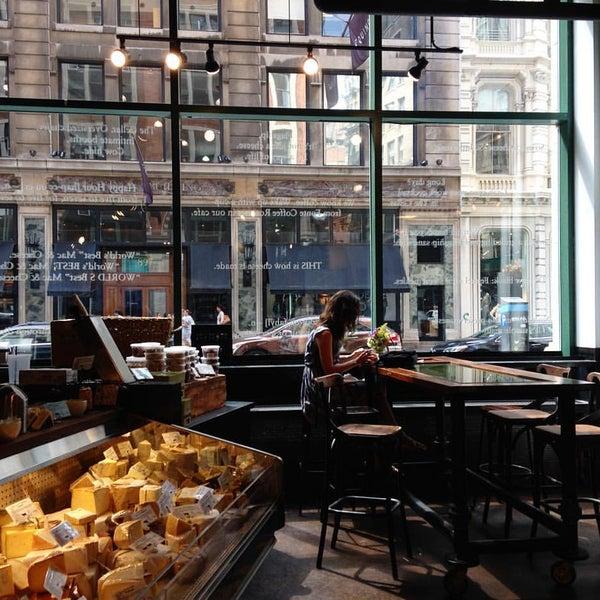 Foto tomada en Beecher's Handmade Cheese por Ale v. el 10/7/2015