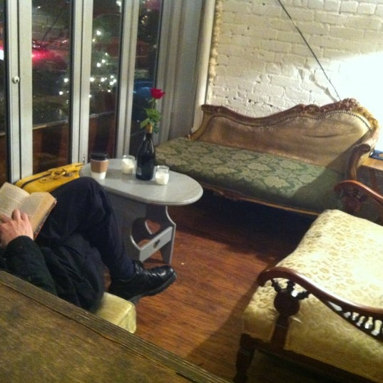 12/9/2012 tarihinde Yaprak E.ziyaretçi tarafından Shervin's Cafe'de çekilen fotoğraf