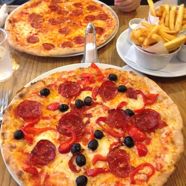 """The pizza and traditional chips are incredibly tasty (make sure you add some of the hot sauce you see around the tables). The value for money is great too at £7 for a 12"""" pizza."""