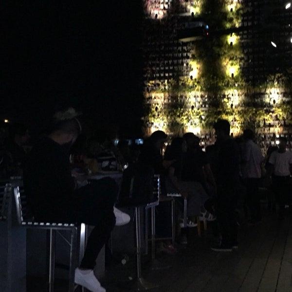 รูปภาพถ่ายที่ Indigo Live - Music Bar โดย Alex J. เมื่อ 9/19/2018